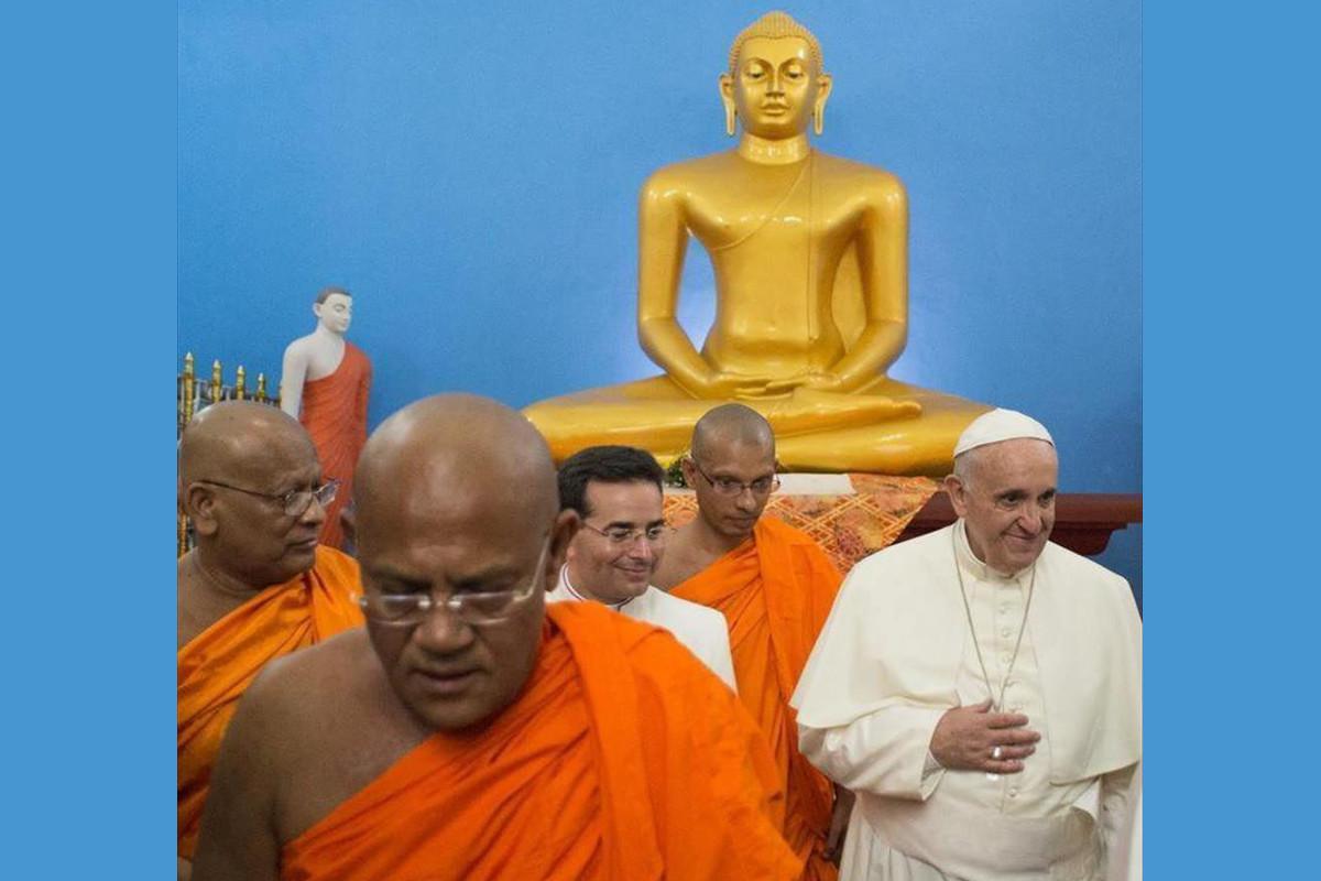 Resultado de imagem para Papa Francisco com budistas
